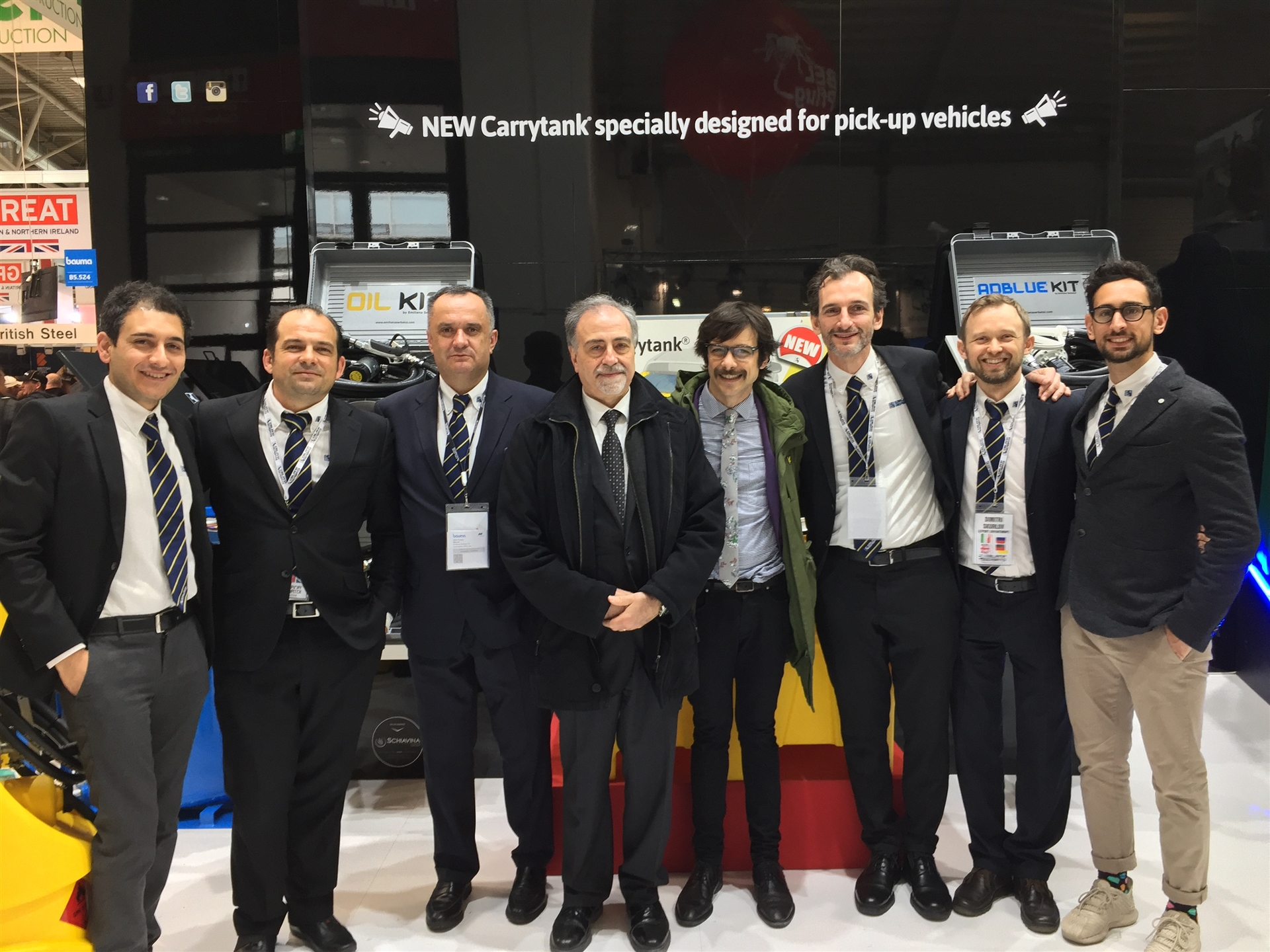 The Italian Consulate in Germany visits ES' stand at the Bauma exhibition
