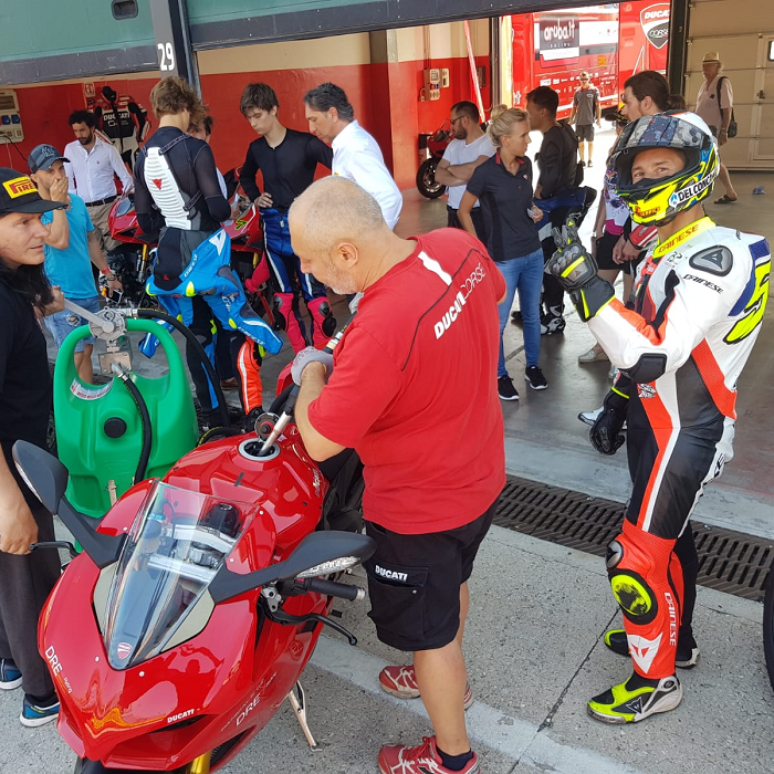 Emilcaddy refuels motorcycling champion Poggiali